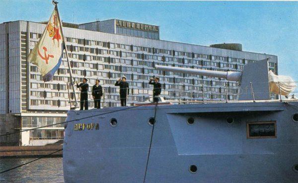 "Lifting Navy flag. The cruiser ""Aurora"", 1977"