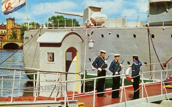 """The change of watch at the gangway. The cruiser """"Aurora"""", 1977"""
