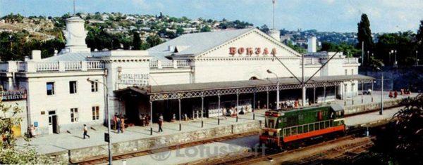 Железнодорожный вокзал. Севастополь, 1985 год