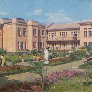 """Курорт """"Миргород"""". Корпут санатория N2. Миргород, 1972 год"""