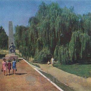 Памятник комсомольцам 20-х годов. Миргород, 1972 год