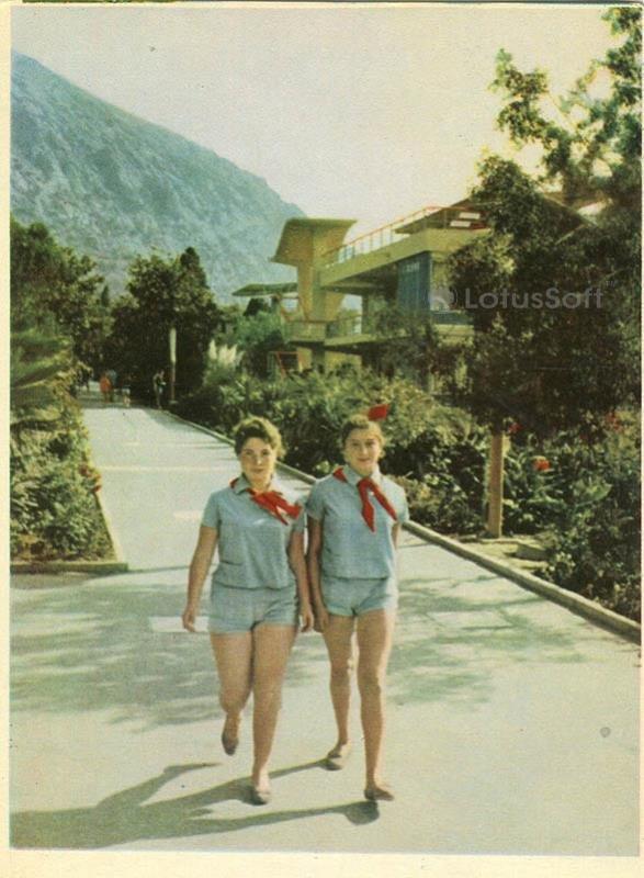 Центральная аллея лагеря Артек. Крым, 1964 год