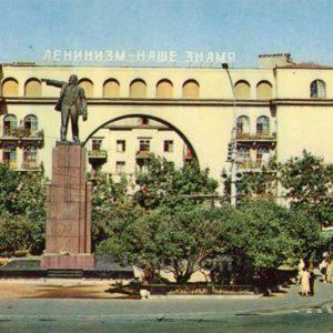 Monument to Lenin in the Red Square. Yaroslavl, 1973