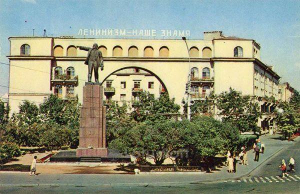 Памятник В. И. Ленину на Красной площади. Ярославль, 1973 год