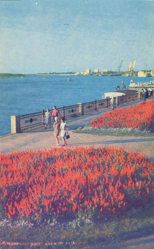 Volga embankment. Astrakhan, 1970