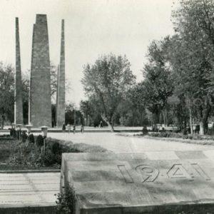 Памятник воинам Туркменистана погибшим в годы Великой Отечественной войны. Ашхабад, 1979 год