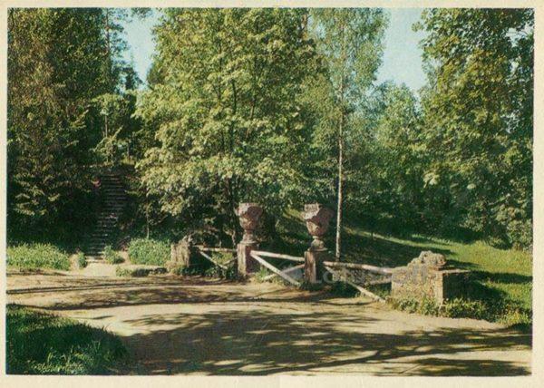 Руинный каскад. Павловск, 1972 год