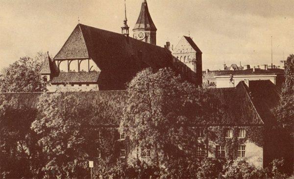 """Кафедральный собор. На переднем плане – университет """"Альбертина"""". Клининград, Кёнигсберг), 1990 год"""