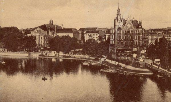 Вид на Городской концерный зал со стороны Замкового пруда. Клининград, Кёнигсберг), 1990 год