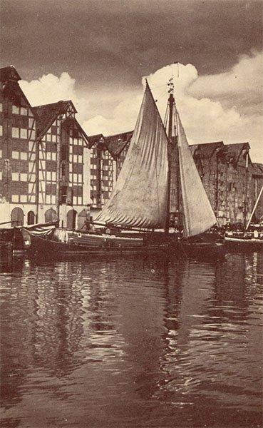 Парусное судно на Прегеле у набережной Хундегатт. Клининград, Кёнигсберг), 1990 год