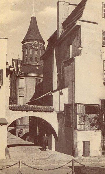 Кнайпхофф. Вид на кафедральный собор через Прегельскую арку. Клининград, Кёнигсберг), 1990 год