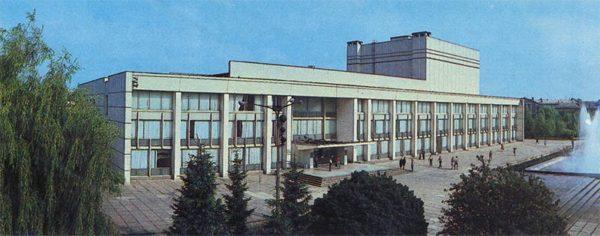 Дворец культуры ХТЗ. Харьков, 1987 год