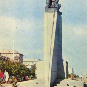 Памятник Герою Советского Союза Нуркену Абдирову. Каранада, 1972 год