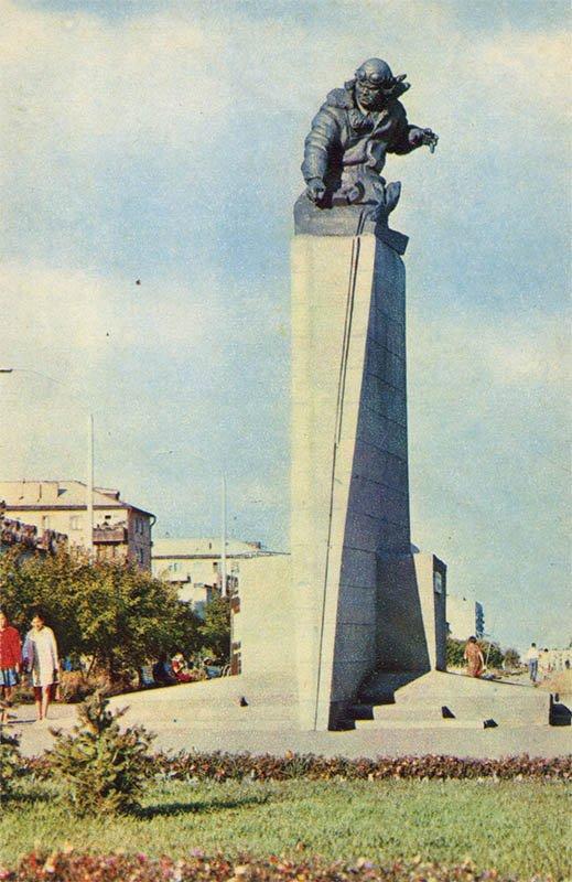 Monument to the Hero of the Soviet Union Nurken Abdirova. Karanada, 1972
