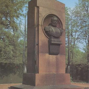 Monument firearms instructor SI Mosin. Tula, 1987