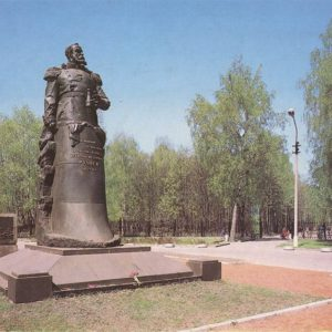 """Monument to the commander of the cruiser """"Varyag"""" VF Rudnev. Tula, 1987"""