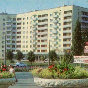 On the street 60 years of October. Kremenchuk, 1983