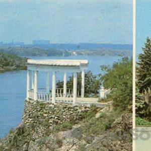 Вид на Днепр с острова Хортица. Памятник советским воинам освободителям. Запорожье, 1984 год