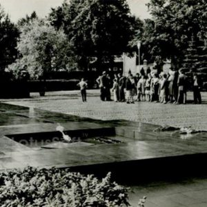 """Memorial """"Mass grave and the tomb of the unknown soldier."""" Petrozavodsk, 1984"""