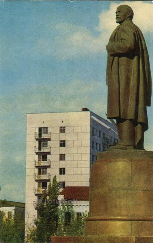 Памятник В.И. Ленину. Майкоп, 1973 год