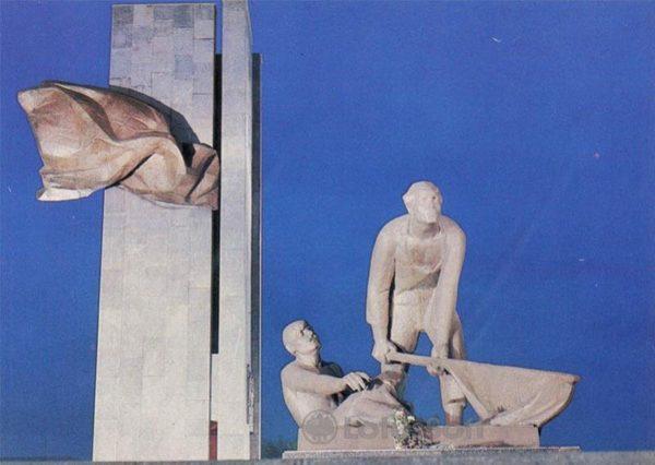 """Монумент """"Борцам революции"""". Иваново, 1986 год"""