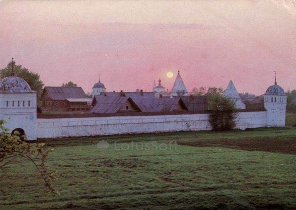 Восточная стена Покровского монастыря. Суздаль, 1983 год