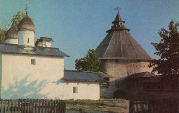 Покровская башня и церковь Покрова и Рождества. Псков, 1973 год