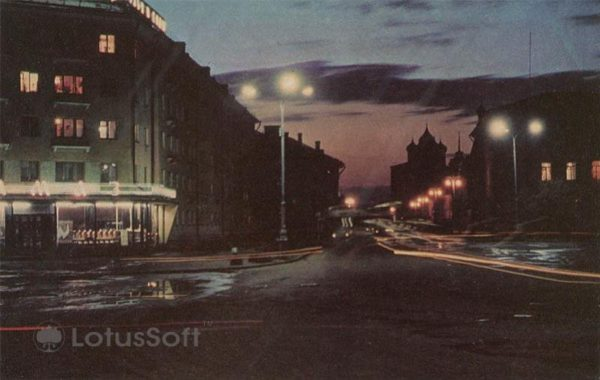 Вечером на Октябрьском проспекте. Псков, 1973 год