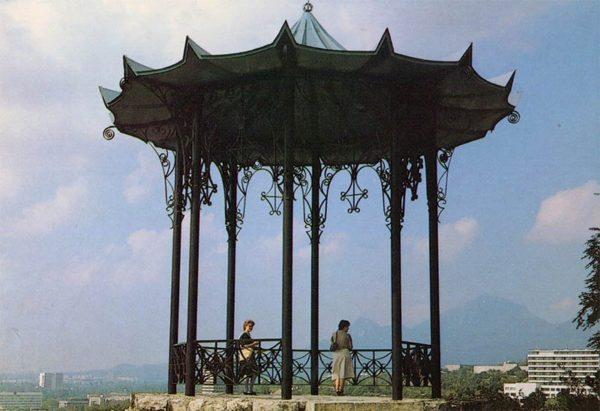 Китайская беседка. Пятигорск, 1988 год