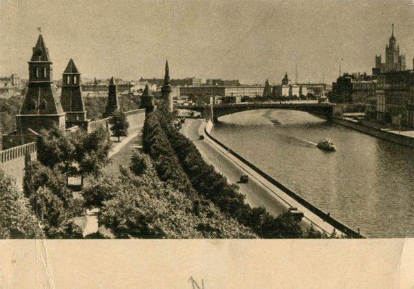 Вид на Кремлевскую набережную и Москву-реку. Москва, 1955 год