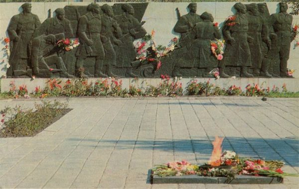 """A fragment of the memorial complex """"Fighters who fell for Soviet power."""" Omsk, 1971"""