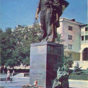 Monument Neizvestnmu sailor. Kostroma, 1971