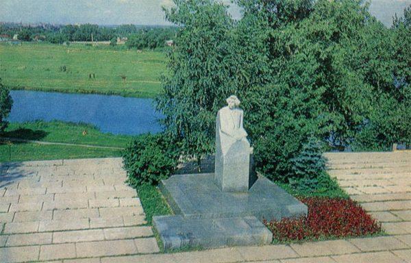 Памятник С. Н. Сергееву-Ценскому на набержной Цны. Тамбов, 1982 год