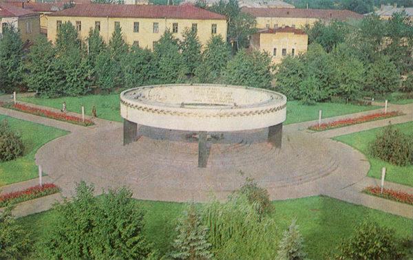 Памятник воинам-тамбовчанам погибшим в годы Великой Отечественной войны. Тамбов, 1982 год