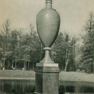 Ваза-плакательница. Летний сад, 1969 год