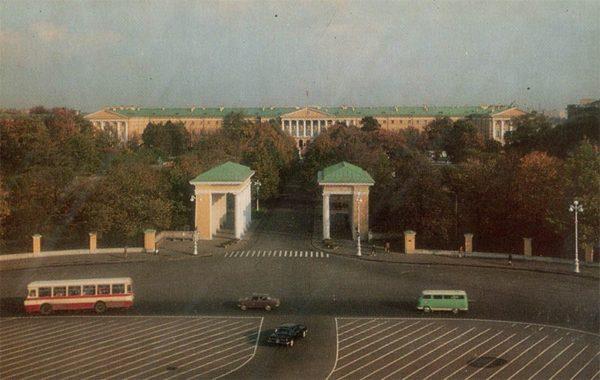 Площадь Пролетарской диктатуры. Ленинград, 1976 год