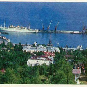Вид на приморскую часть города с холма Дирсан. Ялта, 1981 год