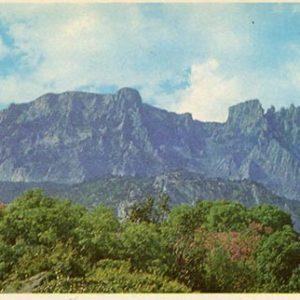 Вид на гору Ай-Петри. Алупкинский дворец-музей. Крым, 1983 год