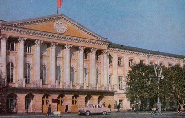 Здание областного Совета депутатов. Ярославль, 1967 год
