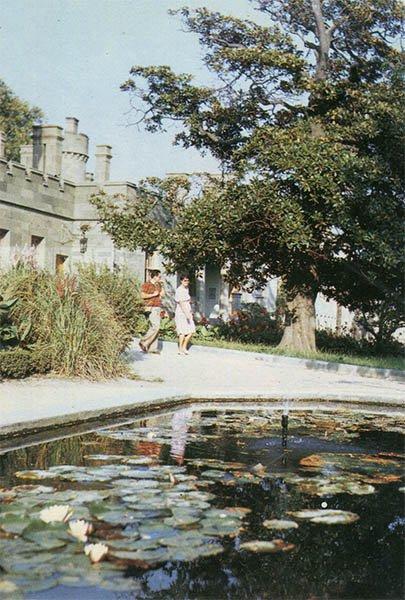 Park Corner. Alupka Palace-Museum. Crimea, 1988