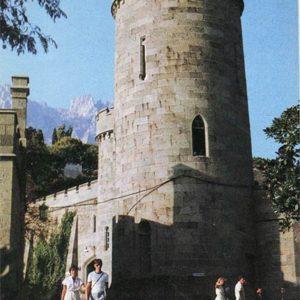 Круглая башня у Западных ворот. Алупкинский дворец-музей. Крым, 1988 год