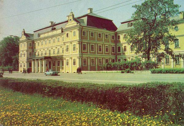 Меньшиковский дворец. Ленинград, 1984 год