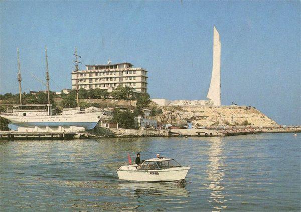 Обелиск городу-герою. Севастополь, 1982 год