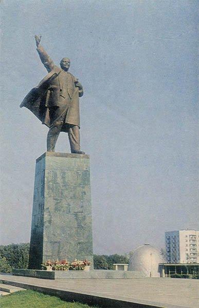 Памятник В.И. Ленину на Комсомольской площади. Уфа, 1970 год