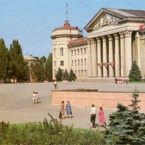 """Дворец культуры им. """"Молодой гвардии"""". Краснодон, 1987 год"""