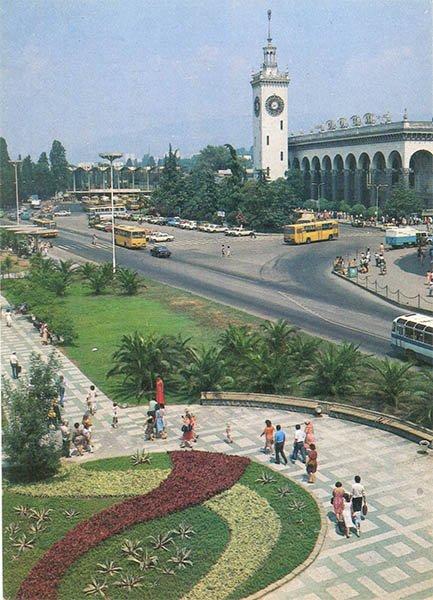 Железнодорожный вокзал. Сочи, 1986 год