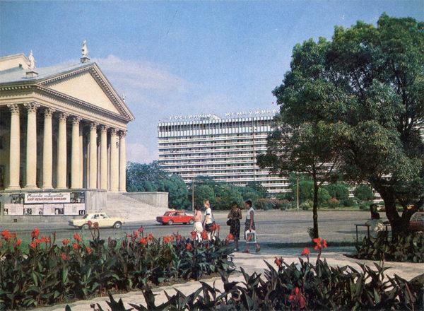 Театральная площадь, 1986 год