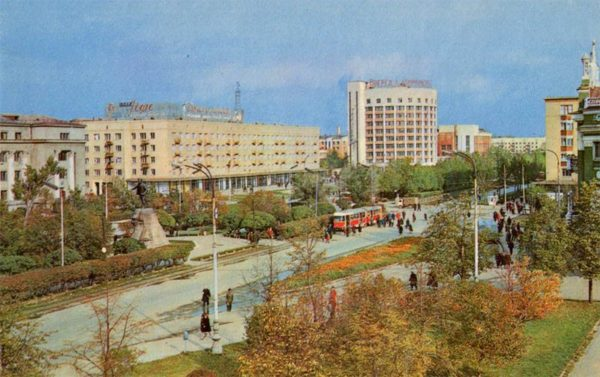 View of the Avenue them. Lenin. Sverdlovsk, 1970