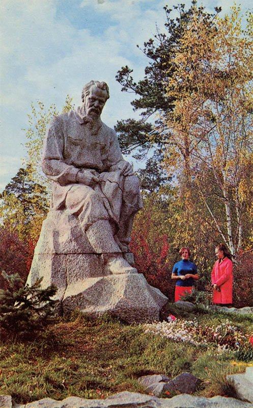 Памятник П.П. Бажову. Свердловск, 1970 год