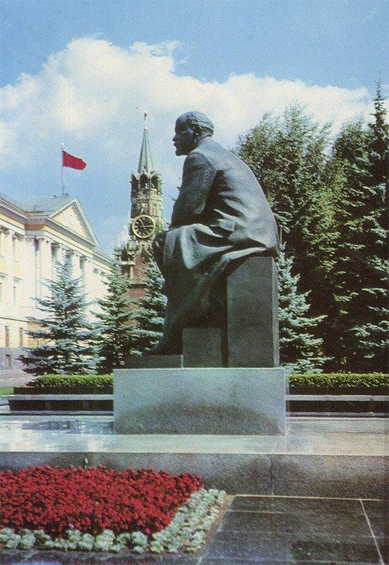 VI monument Lenin in the Kremlin, Moscow, 1975